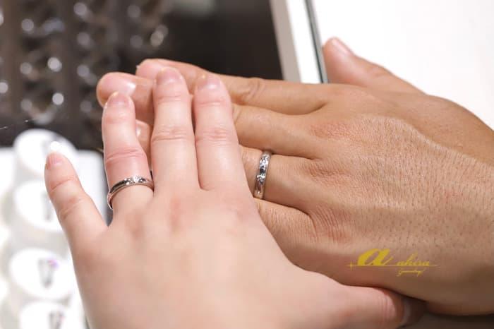 鍛造結婚指輪を御納品の際に記念写真を撮らせて頂きました