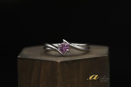 ピンク色の石を使って指輪が欲しい