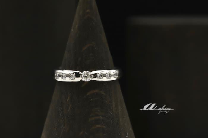 既存の結婚指輪にメレダイヤモンドを追加しました